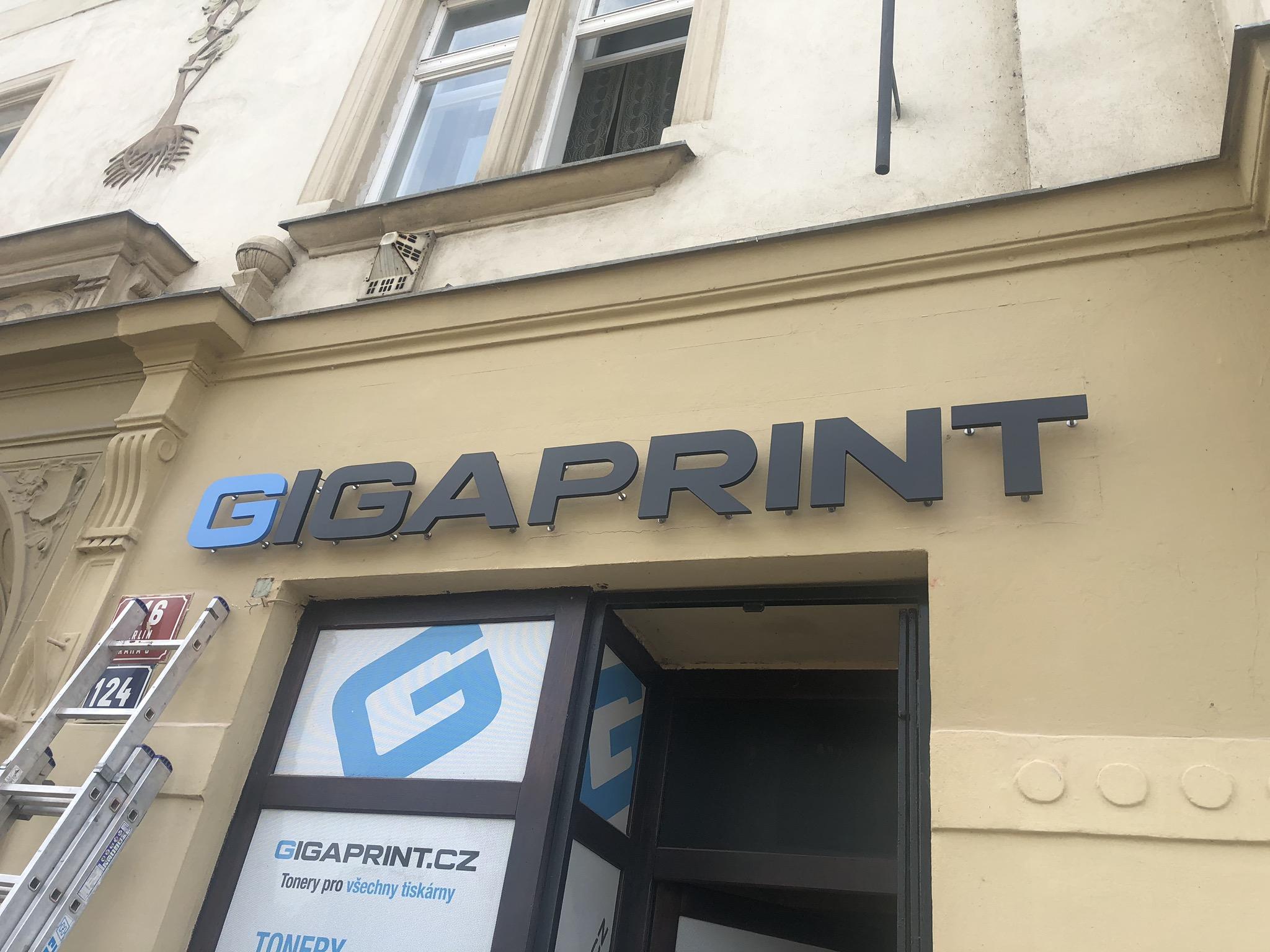 3D světelná reklama pro prodejnu Gigaprint | PixelBrothers.cz
